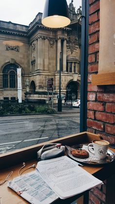 College study tips and motivation Autumn Aesthetic, Book Aesthetic, Coffee Shop Aesthetic, Aesthetic Vintage, Studyblr, Study Space, Study Areas, Coffee And Books, Coffee Study