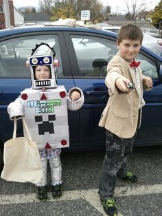 #thinkgeekoween I made the robot and we put together the Doctor