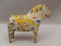 shabby but cool dala horse.   I feel a dalahorse addiction coming on. turning off the computer
