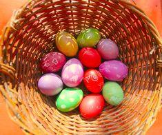 10 Home-spun toxic free Easter dyes.