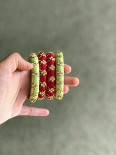 Silk thread wrapped and embellished bangles. Silk Thread Bangles Design, Silk Thread Necklace, Silk Bangles, Bridal Bangles, Thread Jewellery, Fabric Jewelry, Handmade Jewellery, Body Jewelry Shop, Bangles Making