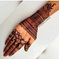 Indian women have an immense love for applying mehndi on almost all the auspicious and special occasions. Latest Bridal Mehndi Designs, Indian Mehndi Designs, Mehndi Designs For Girls, Mehndi Designs 2018, Modern Mehndi Designs, Wedding Mehndi Designs, Khafif Mehndi Design, Henna Art Designs, Mehndi Design Pictures