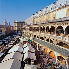 4 choice spots for food shopping in Italy. Great Markets in Italy