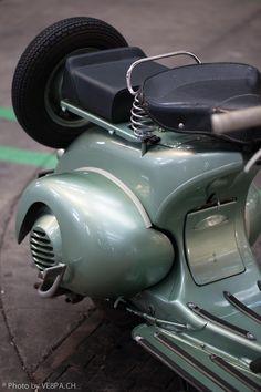 Vespa bacchetta Faro Basso V14T, 1950, restored condition. Swiss version Vespa Ape, Piaggio Vespa, Vespa Lambretta, Vespa Scooters, Vintage Vespa, Vintage Italy, Triumph Motorcycles, Ducati, Chopper