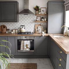 Grey Kitchen Designs, Kitchen Room Design, Home Decor Kitchen, Interior Design Kitchen, Kitchen Ideas, Modern Grey Kitchen, Dark Grey Kitchen Cabinets, Kitchen Units, Grey Kitchens