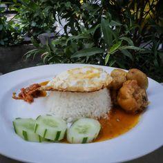 #Bali. Nah udah pernah nyobain Rendang Ayam di Depot @Nyokepo Blum? Cocok nih buat menu makan siang kamu.