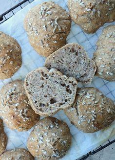 Eltefrie speltrundstykke - LINDASTUHAUG Piece Of Bread, Food And Drink, Cooking Recipes, Lunch, Muffins, Vegan, Cookies, Baking, Desserts