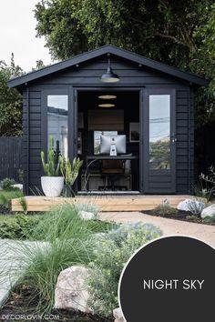 Black painted shed exterior Best House Colors Exterior, Exterior Paint Color Combinations, Best Exterior Paint, Modern Color Schemes, Exterior Color Schemes, Exterior Paint Colors, Backyard Barn, Black Accent Walls, Dark Paint Colors