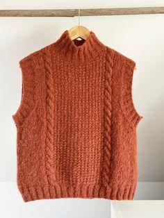 Knit Vest Pattern, Lace Knitting Patterns, Knitting Designs, Crochet Clothes, Diy Clothes, Knit Fashion, Knitted Shawls, Baby Knitting, Yohji Yamamoto