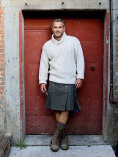 Sexy kilt and sweater combination. I know utilikilts are popular and American, but if you're buying, support Scottish busnesses, and wear your tartan. Mode Masculine, Look Fashion, Mens Fashion, Fashion Vest, Men Wearing Skirts, Skirts For Men, Scottish Man, Scottish Kilts, Man Skirt