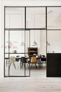 Belle hauteur sous plafond = mise en valeur d'une verrière légère à fine structure