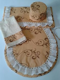 Juego ocre telas Bathroom Crafts, Bathroom Sets, Sewing Crafts, Sewing Projects, Projects To Try, Crochet Jewelry Patterns, Sewing Patterns, Home Crafts, Diy And Crafts