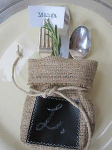 Burlap Chalk Cutlery Holder ~ Oh my. Have I mentioned that I work for a coffee roaster, where I get the hook up on giant burlap coffee bean bags? Burlap Projects, Burlap Crafts, Diy Crafts, Ribbon Crafts, Deco Table Noel, Cutlery Holder, Burlap Lace, Hessian, Burlap Canvas