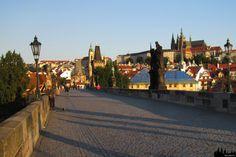 Most Karola w Pradze wcześnie rano | Karlův most v Praze brzy ráno | ArchiTrav