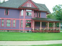 talk about screamin colors! this house demands attention!  Cadillac Michigan