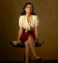 Agent Carter Premieres TONIGHT January at on ABC! Are you an Agent Carter fan? While last season of Agent Carter (Tuesdays on ABC) we saw Peggy Carter (Hayley Atwell) in New York trying t… Agent Carter Serie, Captain America Film, Vintage Outfits, Vintage Mode, Vintage Style, Character Portraits, 1940s Fashion, Celebs, Celebrities
