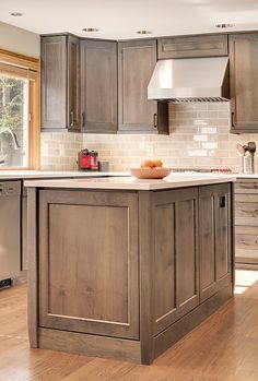 Steven Ray Construction, Inc. specializes in custom kitchen remodel services in Issaquah and the greater Seattle area. White Shaker Kitchen Cabinets, Kitchen Cabinet Design, Kitchen Redo, New Kitchen, Kitchen Remodel, Kitchen Ideas, Wooden Kitchen, Brown Cabinets, Kitchen Updates