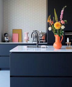 Open Plan Kitchen, New Kitchen, Apartment Kitchen, Kitchen Interior, Beautiful Houses Inside, Rustic Kitchen Design, Minimalist Kitchen, Küchen Design, Interior Design Tips