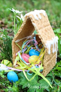 Making Peeps Houses with robin's egg candy  http://yesterfood.blogspot.com/2014/04/peeps-houses.html