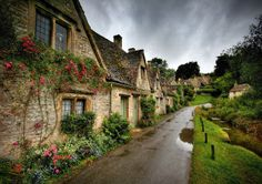 Young Traveler: 5 Best Small Towns to Visit in Europe, Bibury England