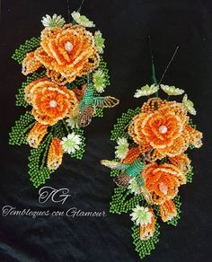 "Tembleques con Glamour en Instagram: ""Rosas y colibries."" Beaded Flowers Patterns, Beaded Jewelry, Glamour, Crochet Earrings, Floral Wreath, Beads, Instagram, Crafts, Diy"