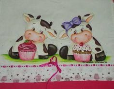 """Pano de prato """" """"Vaquinhas cupcakes""""  feitas num tecido de sacaria trabalhado com barrinha de tricoline de estampa dupla de 10 cm. R$ 26,00"""