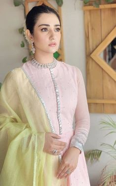 Pakistani Formal Dresses, Pakistani Fashion Casual, Pakistani Wedding Outfits, Indian Gowns Dresses, Pakistani Dress Design, Indian Fashion, Pakistani Party Wear, Stylish Dresses For Girls, Stylish Dress Designs