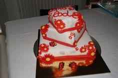 Pan di spagna, farcitura con nutella, mascarpone e panna montata, decorazioni in pasta di zucchero