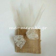 Μπομπονιέρες γάμου -Χειροποίητη μπομπονιέρα γάμου με λινάτσα και δαντέλα. Handmade wedding mpomponiera Me Meraki Mpomponieres. Με Μεράκι Μπομπονιέρες www.me-meraki.gr Λ036-Β