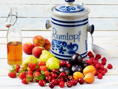 Rumtopf: Savor the magical and mouth-watering dessert with friends and family! Rumtopf is a traditional German and Danish dessert which word for word means rum pot. This zestful dessert is. Fruit Recipes, Healthy Dinner Recipes, Danish Dessert, Curry Dishes, Vegetable Drinks, Fruit And Veg, Summer Fruit, Food Design, Yummy Drinks