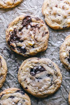 Dark Chocolate Chunk White Chocolate Chip Macadamia Nut Cookies w/ Brown Butter & Sea Salt – HonestlyYUM Double Chocolate Chip Cookies, White Chocolate Chips, Brownies, Cookie Recipes, Dessert Recipes, Macadamia Nut Cookies, Brown Butter, Dessert Bars, Sea Salt