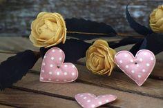 Υφασμάτινη Καρδιά 50τεμ Πουά Ροζ 4cm UHR4-1310-1  Υφασμάτινη καρδιά σε σχέδιο πουά ροζ.Συνδυάζονται με μεγάλη ποικιλία χρωμάτων και υλικών, για να σας δώσουν πρωτότυπες ιδέες και έμπνευση ώστε να δημιουργήσετε εύκολα και απλά δεκάδες διαφορετικά προϊόντα, όπως πασχαλινές λαμπάδες, μπομπονιέρες, κουτιά βάπτισης, λαδοσέτ κ.α.Διαστάσεις: 4cmΔιατίθενται σε συσκευασία 50 τεμαχίων. Band, Accessories, Fashion, Moda, Sash, Fashion Styles, Bands, Fashion Illustrations, Orchestra