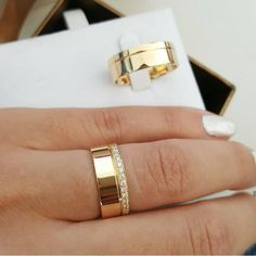 Gorgeous rings🌹💍 So Beautiful😍 Double tap & tag a friend who will love… – Forex Today Wedding Ring Designs, Gold Wedding Rings, Wedding Rings For Women, Wedding Bands, Wedding Ideas, Star Ring, Ring Verlobung, Silver Stars, Unique Rings