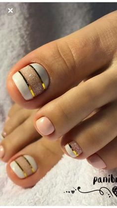 17 Ideas french pedicure designs toenails pretty toes for 2019 - So Funny Epic Fails Pictures Simple Toe Nails, Pretty Toe Nails, Cute Toe Nails, Summer Toe Nails, My Nails, Gold Toe Nails, Summer Pedicures, Pedicure Ideas Summer, Pretty Toes