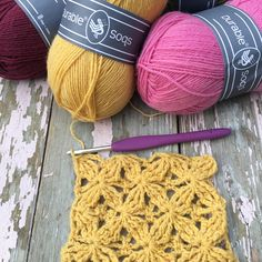 Fantasia stich or Velvet Stars or Star Dot stitch with Durable Soqs Sock Yarn, Yarns, Crochet Earrings, Dots, Velvet, Stitch, Creative, How To Make, Color