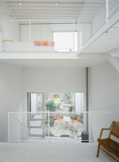 garde corps mezzanine, intérieur blanc avec garde corps intéressant