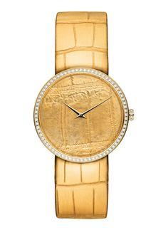 La montre D de Dior en or jaune cadran motif alligator http://www.vogue.fr/joaillerie/shopping/diaporama/montres-horlogerie-bracelets-en-or/21199/image/1113294