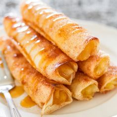 Apple Pie Taquitos – crispy, sweet, and delicious, these taquitos are simple to make. All the makings of a great apple pie, in taquito form.