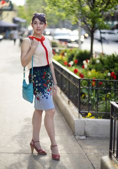 What a perfect outfit to wear to work this summer. #floral #pencilskirt #redwhiteblue