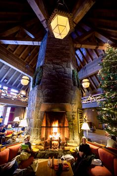Those cozy lodge just after Christmas... ::An intimate, outdoor winter wedding at the Timberline Lodge in Oregon::