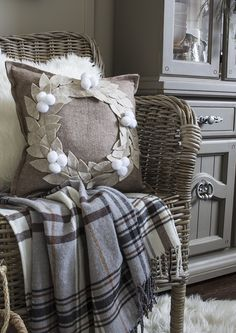 Felt Wreath Pillows - Hello Yellow Blog #LeonsHelloHoliday Felt Wreath, Burlap Wreath, Christmas Holidays, Christmas Decorations, Holiday Crafts, Holiday Decor, Decorating Your Home, Winter Wonderland, Fall Decor