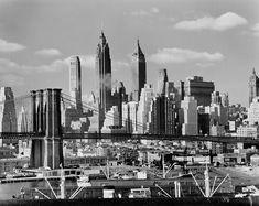 """Andreas Feininger """"Brooklyn Bridge und die Skyline von Manhattan, New York"""" (1950)"""