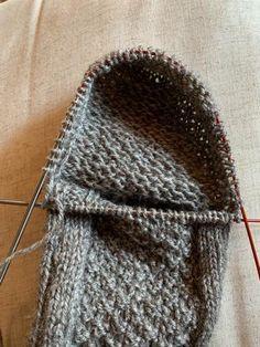 Crochet Socks, Drops Design, Slippers, Knitting, Accessories, Fashion, Moda, Tricot, Fashion Styles