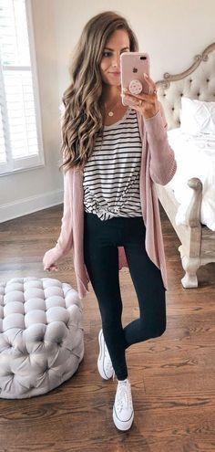 Spectacular outfit for spring and summer with black jeans and stripped t-shirt