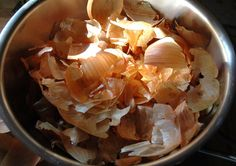 In today's article we will reveal the amazing health benefits of onion peels. After reading this article, you will never throw away onion peels. Although, onion peels aren't edible, but they offer other benefits. Herbal Remedies, Natural Remedies, Belive In, Healthy Tips, Healthy Recipes, Guisado, Troubles Digestifs, Toxic Foods, 2 Ingredients