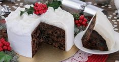 The Ballymaloe Queen of Irish cooking, Darina Allen's very own tasty twist on the traditional Irish Christmas cake classic. Food Cakes, Cake Recipes, Dessert Recipes, Desserts, Ireland Food, New Year's Cake, Edible Food, Moist Cakes, Irish Recipes