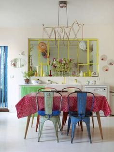 Homespun Style - features the Paris Home of Petit Pan Owner - with photography by Debi Treloar - white and brights/ I want that kind of window connecting my kitchen to my dining-room! Decoracion Vintage Chic, Paris Home, Deco Retro, Dining Room Colors, Bohemian Decor, Colorful Interiors, House Colors, Interior Inspiration, Home Kitchens