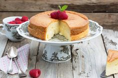 Ricetta torta senza zucchero - La ricetta per preparare una torta gustosa che non prevede lo zucchero tra gli ingredienti ma solo il miele. Perfetta a colazione.