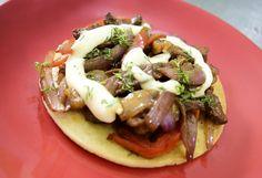 Arepa gourmet clásica con salteado de carne.