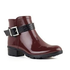 TAYLOR – These stylish boots offer all-day comfort while keeping your feet dry & warm. Guaranteed waterproof and made from the highest quality materials. Fall Fashion Boots, Autumn Fashion, Taylor Rain, Taylors Falls, Stylish Boots, Waterproof Shoes, Shoe Collection, Jeans And Boots, Rubber Rain Boots